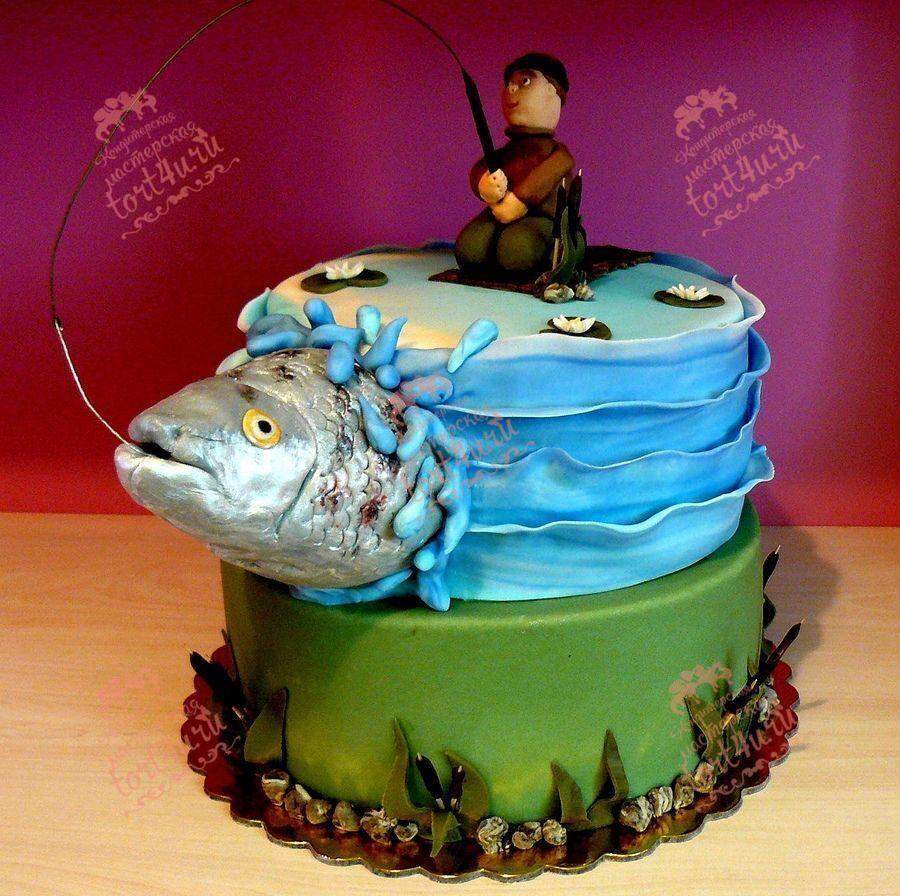 Очень необычно и стильно смотрится торт, который украшают ружье и трофеи.
